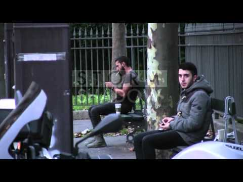 EXCLUSIVE - Shia LaBeouf grabs a Starbuck and smoke a cigarette on a bench in Paris
