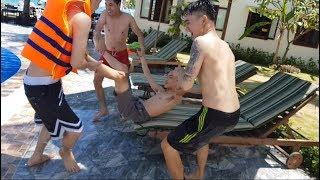 Team Kòi Đi Du Lịch Phan Thiết....Troll Tuấn Khanh Banbuaboy Đang Ngủ bị Ném Xuống Hồ Bơi Cười Xĩu