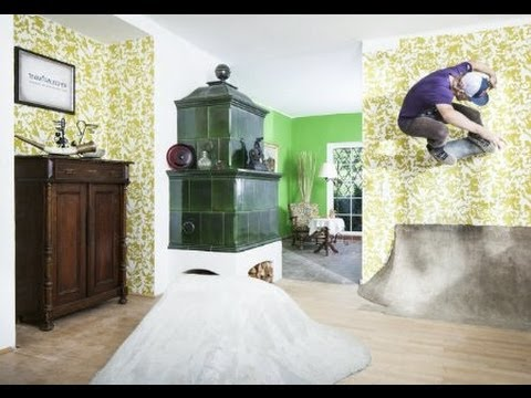Skate session in a house - Schuster Skate Villa