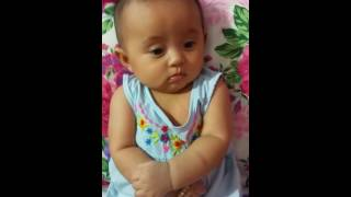 Ba dạy con gái 5 tháng tuổi siêu dễ thương