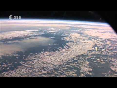 شاهد كوكب الأرض من الفضاء. رائع جداً 1080 HD
