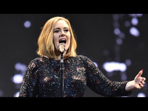 Adele Ayuda Fan Pedirle Matrimonio A Novio