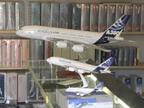 Skymarks Supreme Airbus A380 1:100 Scale Model