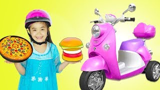 Hana Pretend Play as Delivery Girl with Pizza & Burger Food Toys