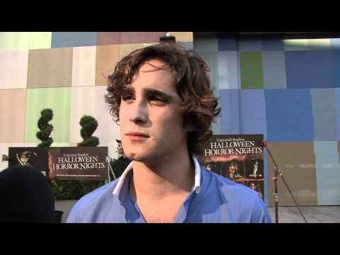 "Diego Boneta Habla de ""Rock of Ages"" ,Tom Cruise y Alec Baldwin"