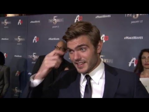 The 5th Wave Fan Screening Interview - Alex Roe