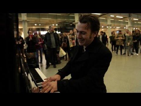 Download When a professional ian sits down at a public piano... Mp4 baru