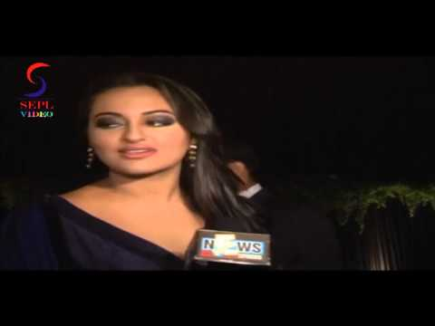 Sexy Actress Sonakshi Sinha Spotted  Amitabh Bachchan Birthday Bash video