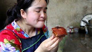 苗大姐四斤五花肉,手抓大坨肉直接啃,过着神仙日子
