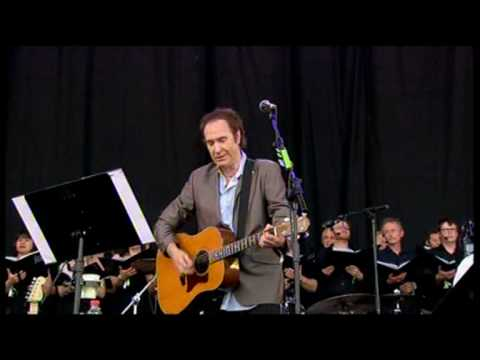 "Ray Davies dedicates ""Waterloo Sunset"" and ""Days"" to Pete Quaife at Glastonbury 2010"