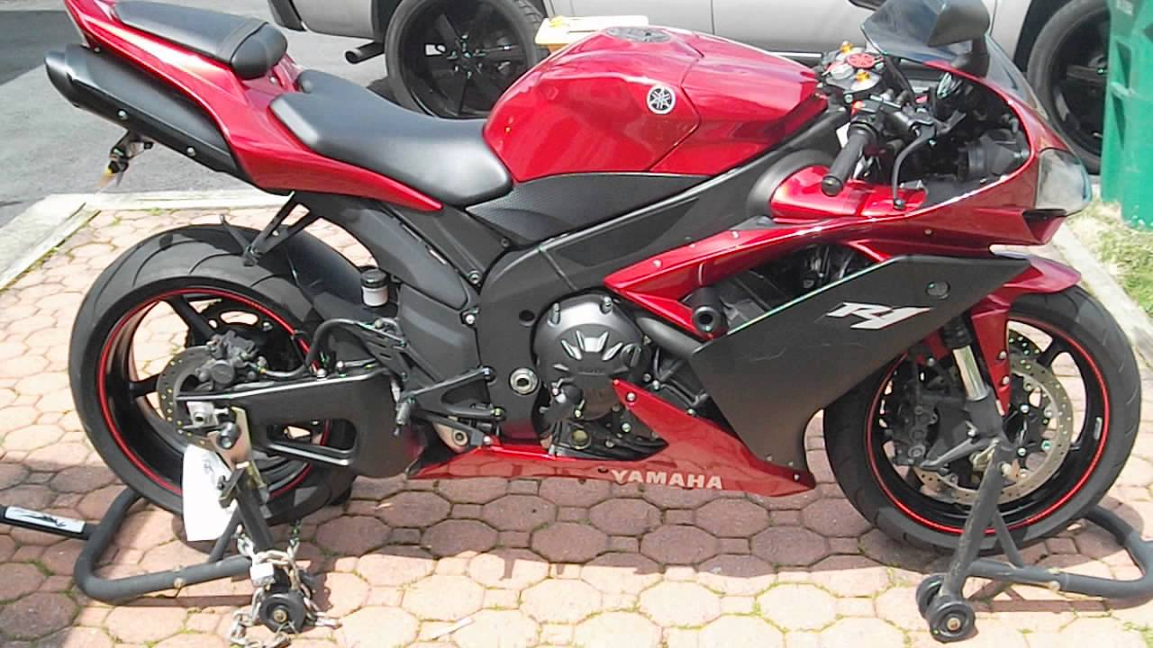Black & Red Yamaha R1