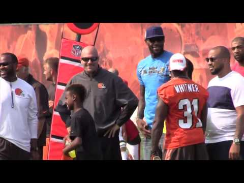LeBron James visits Johnny Manziel at Cleveland Browns Training Camp