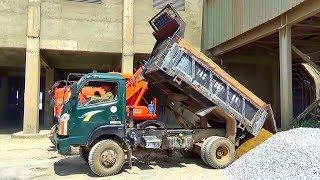 Bé xem xe ô tô tải ben đổ cát   Nhạc thiếu nhi : Hổng dám đâu   Tientube TV