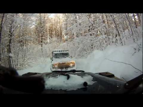 4x4 Defender - reevanje iz snega - vleka (rescuing from the snow - pulling, part 2)