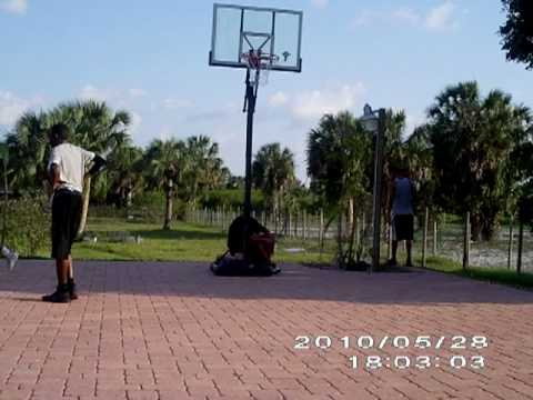 5'8 grabs over 10ft rim Video