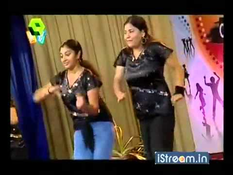 Campus Chillies - CMS College Kottayam girls dance.