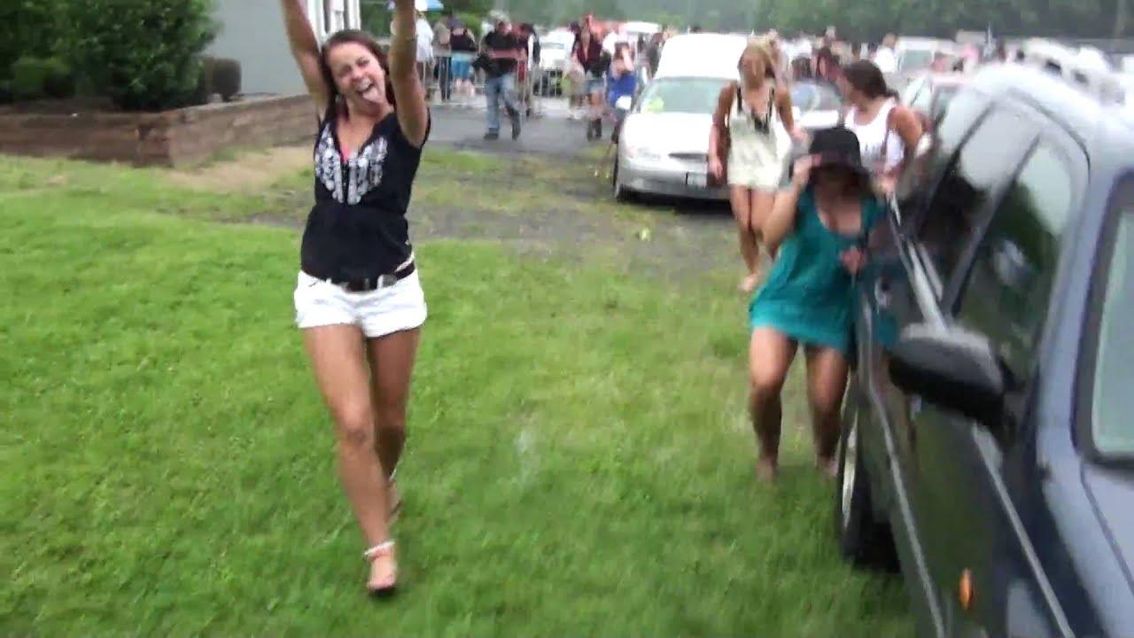 [1080] Countryfest 2009 Drunk girls - YouTube