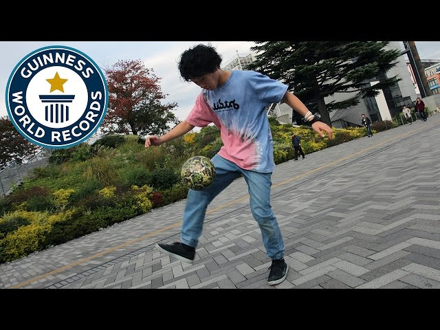Football freestyler 'Around the World' tricks challenge - Japan Tour