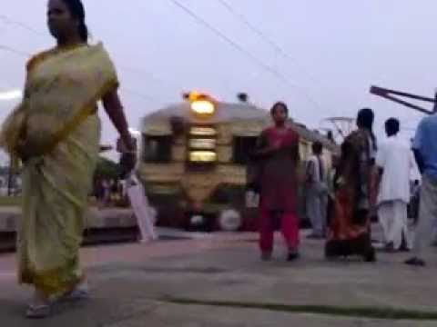 PAKISTANI LOCAL TRAIN WITH PLATFORM