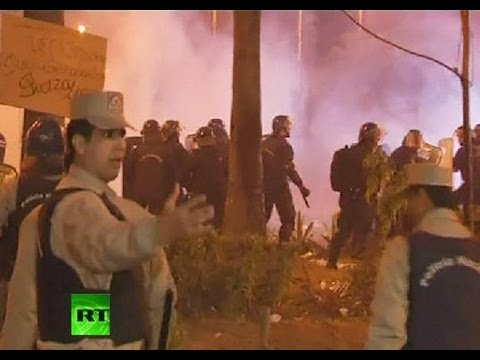 Video: Police violently disperse protests in Paraguay