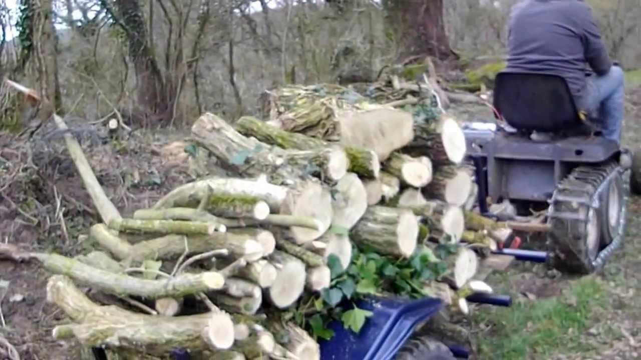 tracteur tondeuse modifi chenille plus renmorque de bois youtube. Black Bedroom Furniture Sets. Home Design Ideas