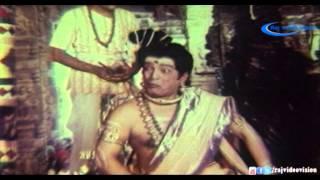 Arivil Aathavan Naan Video Song