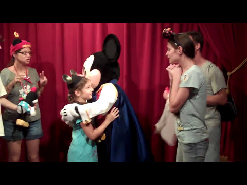 *Talking Mickey Mouse: Singing Happy Birthday & Giving Presents!!!*
