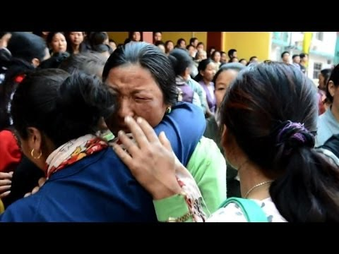 Nepalese mourners grieve in wake of Everest tragedy