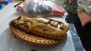 HOW MUCH DID THIS $3 GARAGE SALE BASEBALL GLOVE SELL FOR ON EBAY!?!?