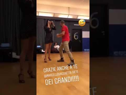 IL BALLETTO SEXY DI BELEN RODRIGUEZ AD AMICI!