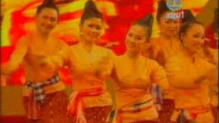 Lao dance ຟ້ອນ ບຸນຄູນເຂົ້າ Fon Boun Khoon Khao