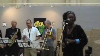 Oumou Sangare 'Iyo Djeli' musique Malienne Wassoulou Afrique de l'ouest