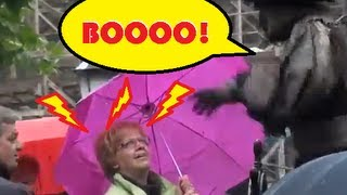Living Statue Scares Woman! Video - Funny Joke