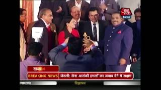AajTak Bags Best Hindi News Channel Award At The ENBA Awards 2017