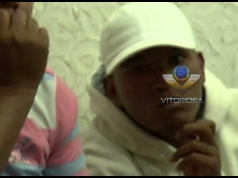 Dois homens foram presos com caminhonete roubada