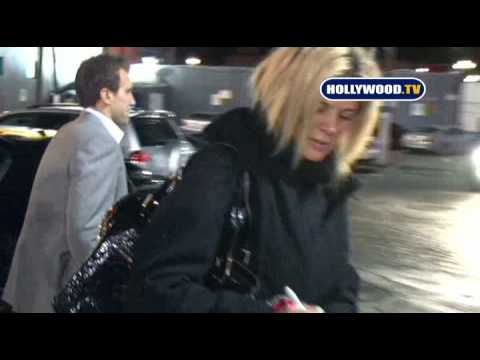 Rachel Hunter Cannot find Her Vehicle Keys in Hollywood. Video
