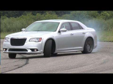 ► Chrysler 300 SRT8 (2012) on the track