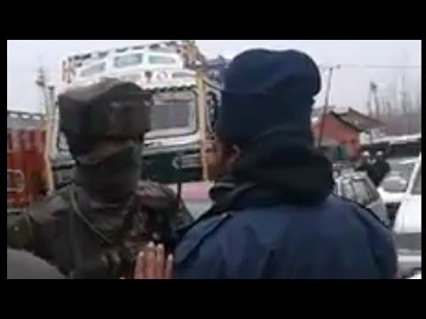 Fight between army and traffic police in kashmir