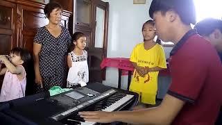 Tin Tức Sao Nhí  | Đỉnh cao hát nhạc sống của em bé Miền Tây