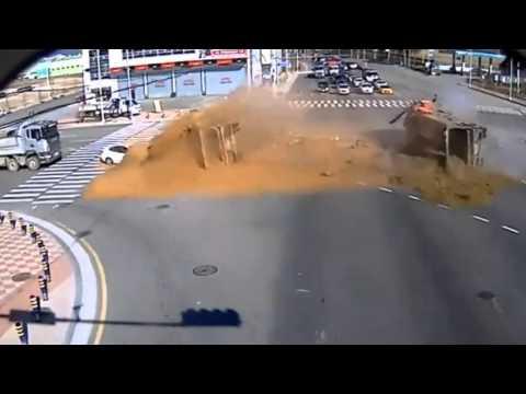 ДТП Самосвалы спешат на стройку