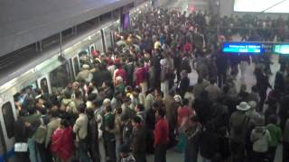 Jan 2010: Delhi metro crowd on line 3 going east
