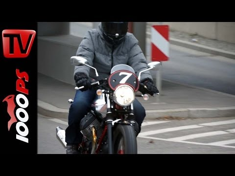 First Test   Moto Guzzi V7 Racer Action und Detail
