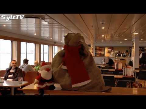 Weihnachtliche Syltfähre mit Open Ship und Weihnachtsmann