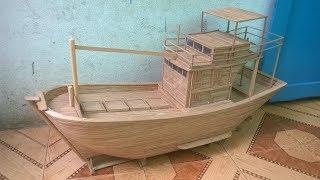 Mô hình tàu cá Bình Thuận làm bằng tre - Model of Binh Thuan fishing boat made of bamboo