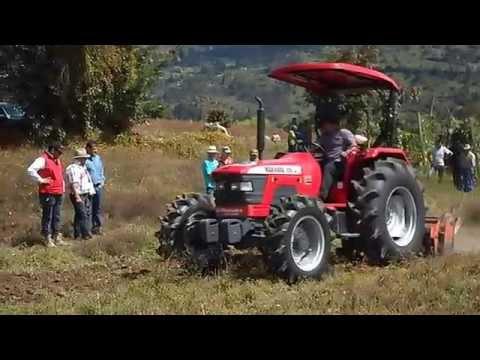 Tractor Mahindra 9200 4WD con retovo 7 secciones.