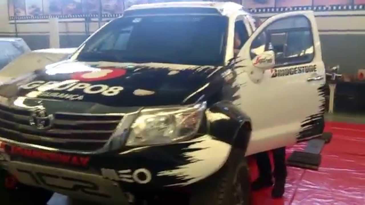 Pure sound Toyota Hilux Dakar V8 - YouTube