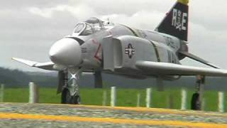 Twin-turbine F4 Phantom RC model maiden flight