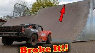 Traxxas UDR on Skate Park BiG AiR !!! ( unlimited desert racer bashing)