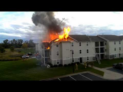 Fire rips through Mich. apartment complex