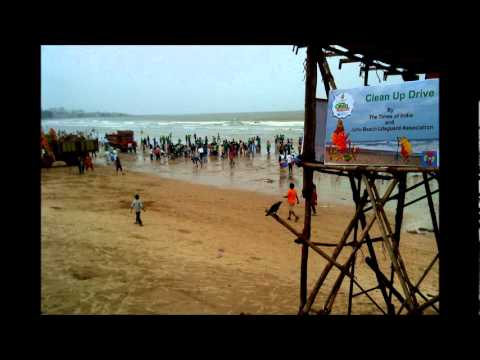 Hundreds of students clean up Mumbai's Juhu Beach, the mess created by ganesh_immersion